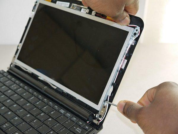 thay-man-hinh-laptop-gia-re-01