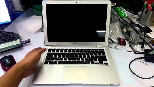 macbook-mo-khong-len