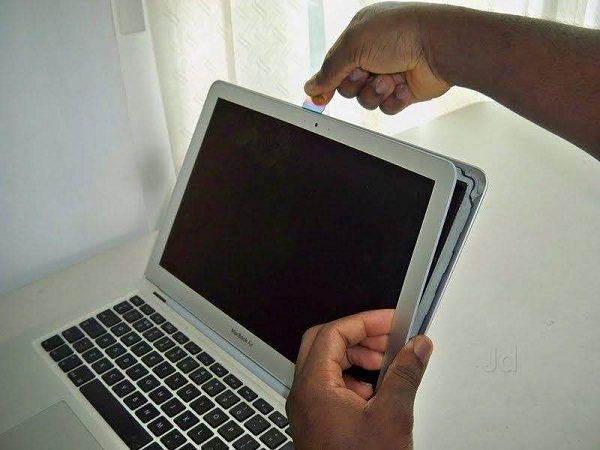 thay-man-hinh-macbook-pro-retina_01